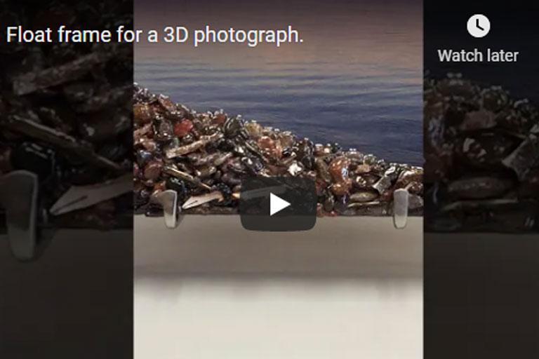 Float frame for 3d photograph